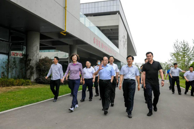 国家体育总局局长苟仲文到访建设了42片long8 vip手机版场的日照安泰long8 vip手机版公园